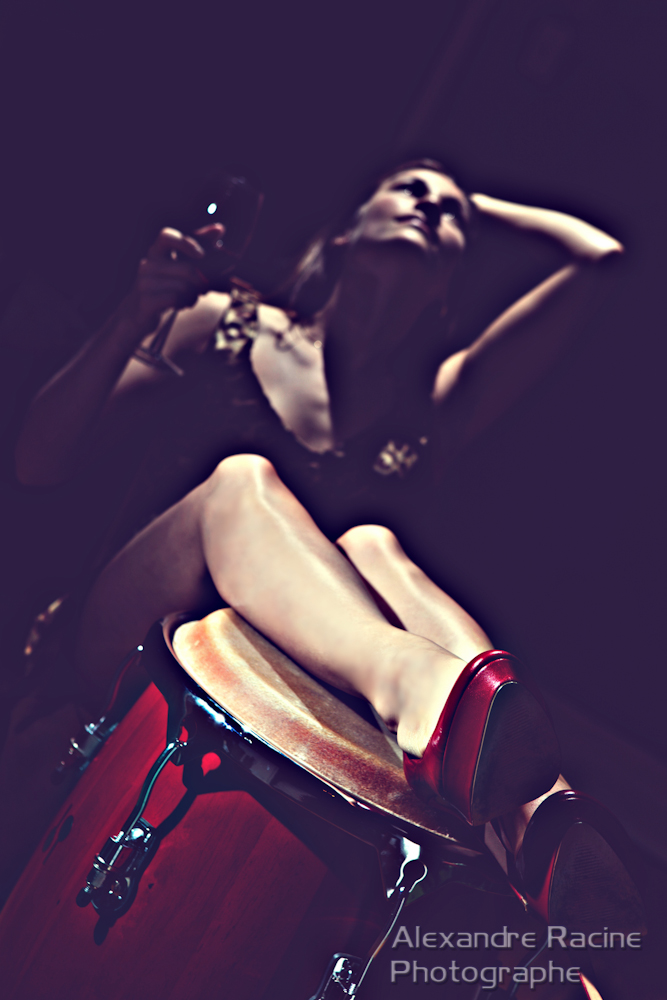 affiche musicien tambour rouge